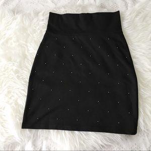 𝑀𝒾𝓃𝒾 𝒮𝓉𝓊𝒹𝒹𝑒𝒹 Mini Skirt